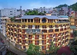 チャウ ロング サパ II ホテル