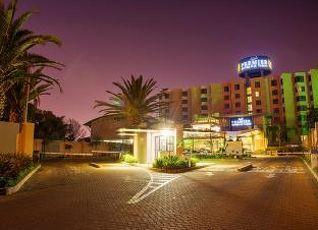 プレミア ホテル O.R タンボ 写真