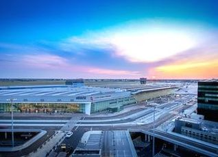 コートヤード ワルシャワ エアポート 写真