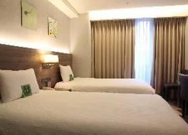 Y ホテル