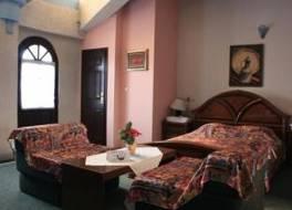 ホテル アンバセダー 写真