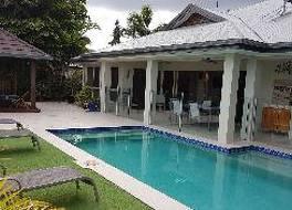 Eden Trinity Beach Lagoon Front Holiday House