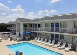 Motel 6 Austin, TX - Central - North