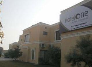 ホテル ワン バハワルプール 写真