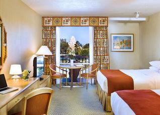 ハワード ジョンソン バイ ウィンダム アナハイム ホテル&ウォーター プレイグランド 写真