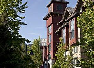 デルタ ホテルズ バイ マリオット ホイッスラー ビレッジ スイーツ 写真