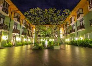 ハリス ホテル トゥバン 写真