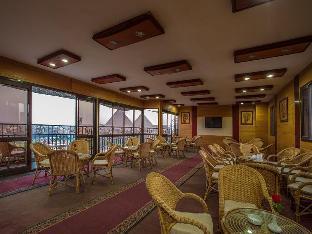 ピラミッズ プラザ ホテル 写真