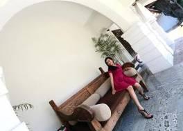 ホテル メルデカ ケディリ 写真