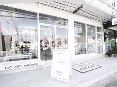 フラット ホワイト カフェ x ポシュテル