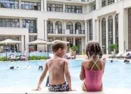 ジョージア パレス ホテル&スパ コブレチ 写真