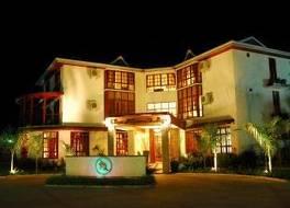 アフリカン チューリップ ホテル