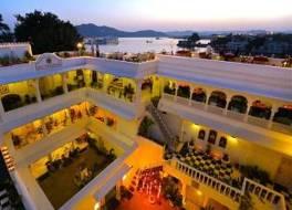 ジャガット ニワス パレス ホテル