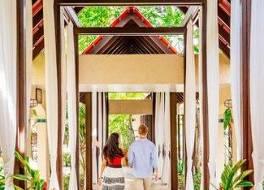 ルネッサンス セント クロイ カランボラ ビーチ リゾート&スパ 写真