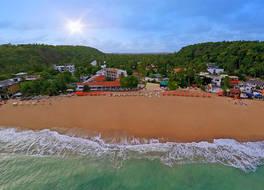 カラマンダル ウナワトゥナ ビーチ 写真