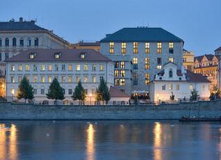 フォーシーズンズ ホテル プラハ 写真