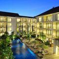 写真:タクス サヌル ホテル