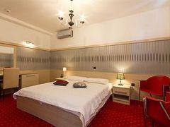 ホテル ガリヤ 写真