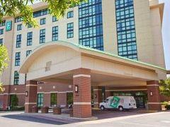 エンバシー スイーツ バイ ヒルトン ホット スプリングス ホテル アンド スパ 写真