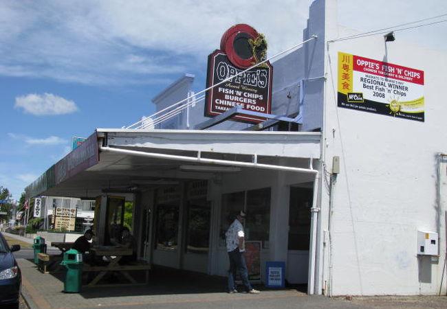 フィッシン・チップスが美味しい店「Oppies」