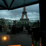パリのこじゃれたレストラン カップルでどうぞ。