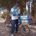 フフイ@自転車でラッパを鳴らしながらアイスクリーム