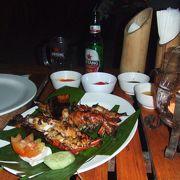 ジンバランビーチのシーフードレストラン