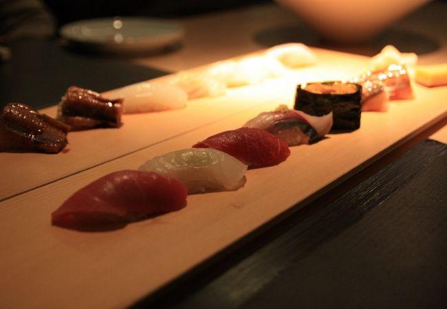 ▲ 日本の伝統料理に西洋のスタイルを加えたモダンな新和食 「Sushi Cho」