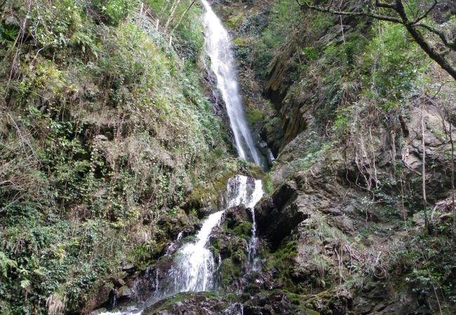 紅葉で有名ですが、滝そのものも見ごたえがあります!