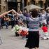 毎週日曜日の12:00から行われるサルダーナ(カタルーニャの民族踊りと演奏)は必見