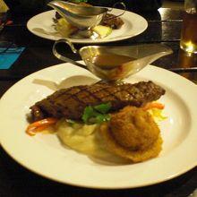 ステーキとちょこっとサラダ。しいたけの天婦羅?w