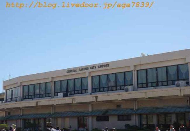 タンブラー空港 (GES)