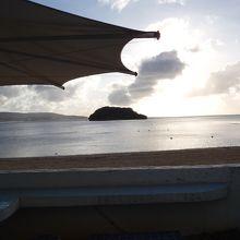 ビーチからアルパット島望むサンセット。