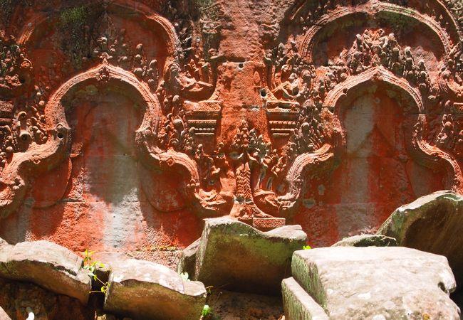 仏像がはぎ取られた跡