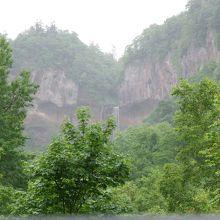 展望台からは滝上部しか見えません