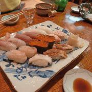 すこし盛りが雑だが,魚はおいしい,すしもまあまあ