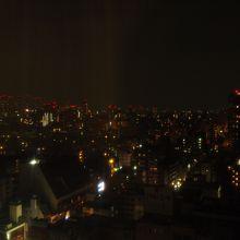 食堂兼談話室からの夜景。きれいですね。