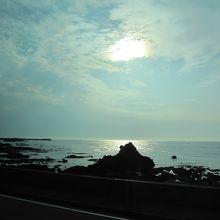 夕日には少し早いけど、五能線からの日本海は最高。