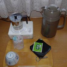 ポット・お茶・水の用意あり