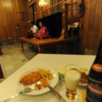 ビルマの竪琴の演奏を楽しみながらのディナーは、良い思い出だ。
