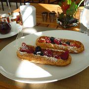 ちょっと高いけど、気持ちのいいオープンテラスの朝食