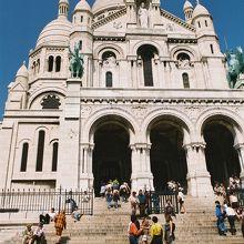 モンマルトルのサクレ・クール寺院