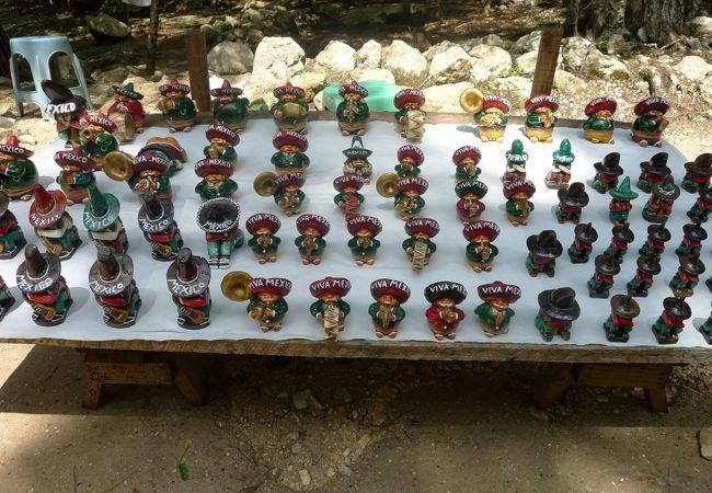 木彫りの人形たち