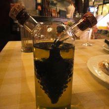 バルサミコとオリーブオイルの容器