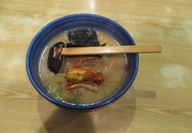 豚骨醤油味だがスープはあっさり