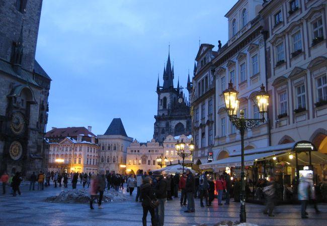 日が暮れた旧市街広場も一段と美しい☆