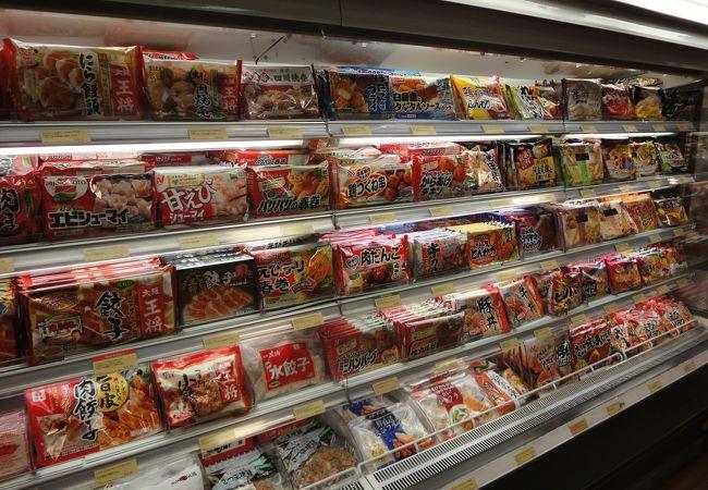 日本の冷凍食品も品揃え多数、駐在員家族向け?