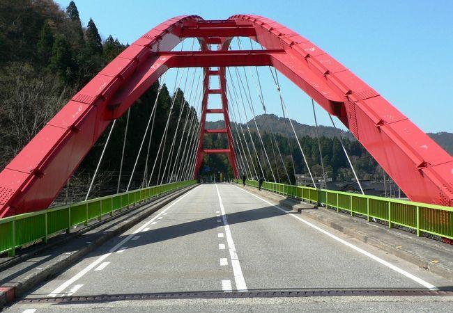 黒部川中流に架かる愛本橋