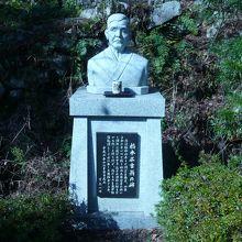 橋本広吉翁の石碑で、この方が発見、発掘したそうです