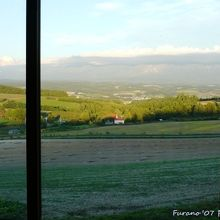 窓フレームの額に入った一枚の絵の様な眺望